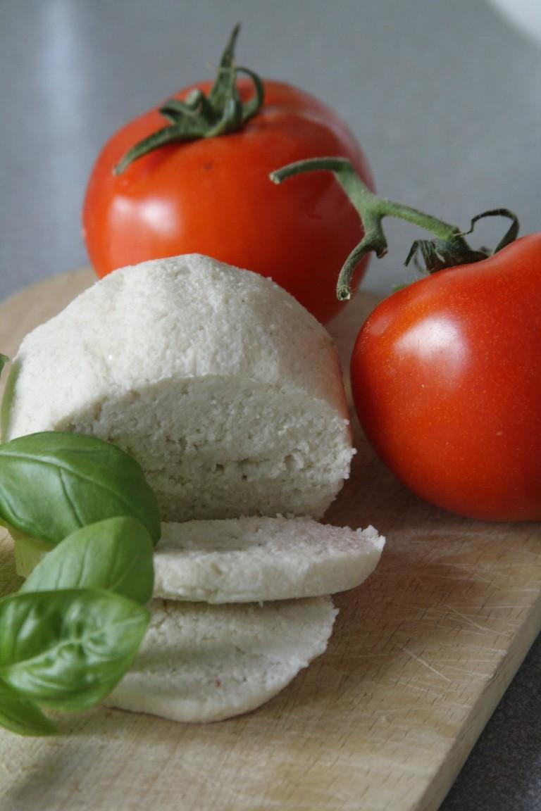 Mandel-Mozzarella roh & vegan